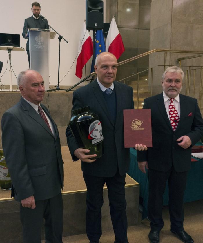 Jan Wolff odbiera nagrodę